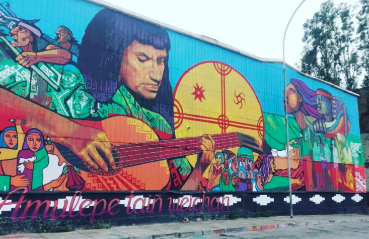 Homenaje a Violeta Parra en el Rodoviario de Valparaíso.