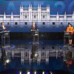 Candidatos presidenciales en el debate. Cada uno está detrás de un podio y hay distancia entre ellos. De izquierda a derecha: Gabriel Boric, Sebastián Sichel, José Antonio Kast, Yasna Provoste y Eduardo Artés.