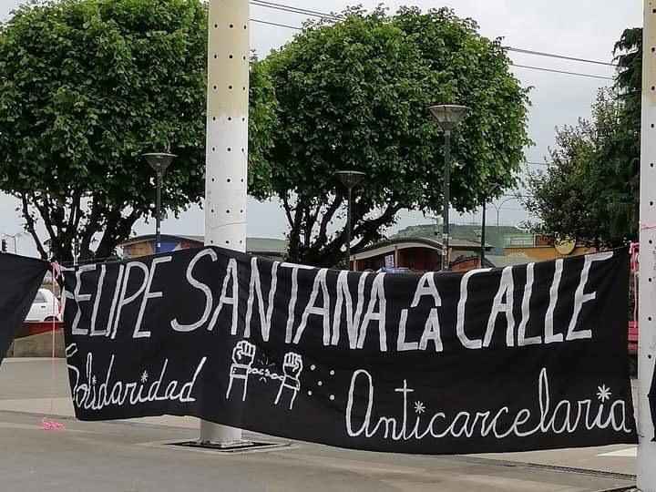 Lienzo que dice ''Felipe Santana a la calle. Solidaridad anticarcelaria''
